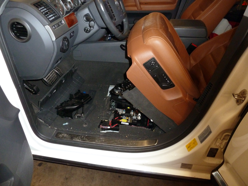 seat_up second battery install pics and semi how to club touareg forums  at bayanpartner.co